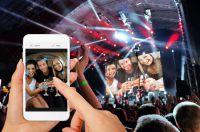 Social Wall: Mit der Selfiewall für Events Handyfotos, Texte, Emojis, Zeichnungen auf den Partybeamer senden