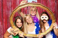 Hochzeitsspiel Selfiewall begleitet die Feier – Schnappschüsse der Gäste vom Handy auf den Beamer senden