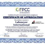 Mit einem Zertifikat würdigt der Bauherr die technische Expertise von Lahmeyer und den Einsatz für zwölf Millionen unfallfreie Arbeitsstunden.